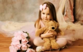 Поздравление малышке 2 года. Короткие пожелания и небольшие стихи. Голосовые поздравления ребенку от героев мультфильмов